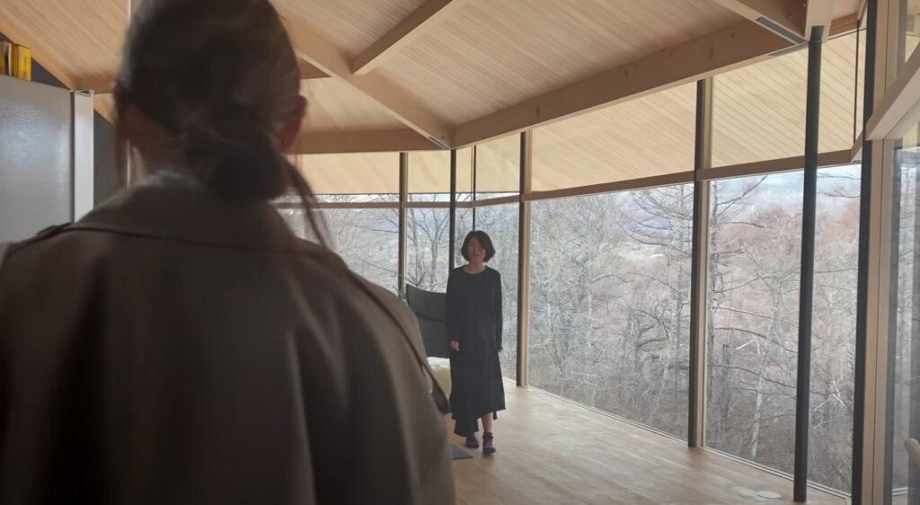 トリンドル玲奈・瑠奈の母親と軽井沢の家の画像