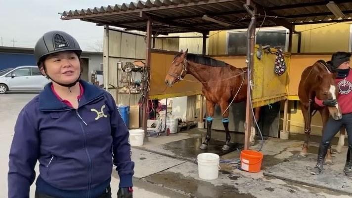 華原朋美の乗馬画像