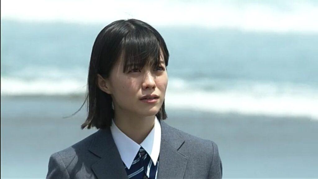 志田彩良と海の画像