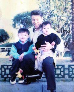 ジョングクの父親とジョングク、ジョングク兄の画像
