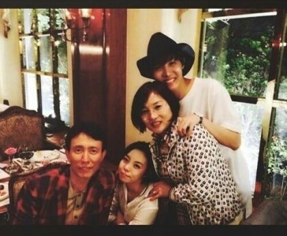 J-HOPEと家族の画像