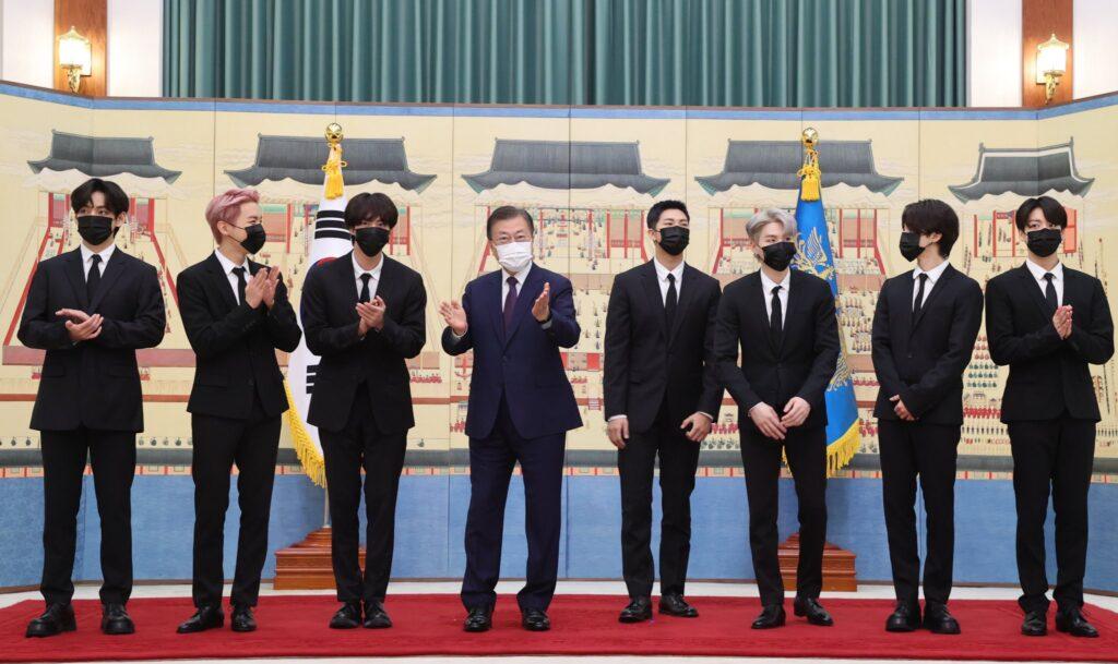 BTSと文大統領の写真