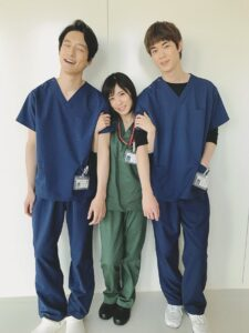 坂口健太郎と松岡茉優の身長差画像